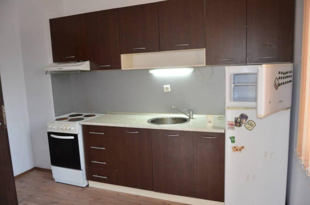 Непреходен необзаведен тристаен апартамент гараж 3552